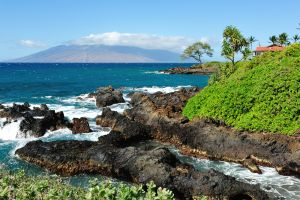 s-Beautiful-Maui-Beach-Scene-31988459